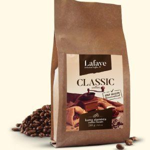 CLASSIC 250G 20,99 ZŁ Dzięki wspomnianemu połączeniu ziaren Arabiki i Robusty Indian Cherry, mieszanka idealnie nadaje się jako kawa poranna – również jako espresso. Robusta ma więcej kofeiny, więc daje trochę mocy, a ponadto jej ziemistość i gorycz może być czymś pożądanym w kawach do espresso.
