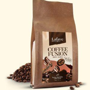 COFFEE FUSION 1KG 27,99 ZŁ Coffee Fusion jest mieszanką ziaren Arabiki o niezwykle bogatym i wielowymiarowym bukiecie. To perfekcyjnie skomponowana, wyrazista mieszanka, przeznaczona dla tych, którzy chcą coś więcej od kawy… Zmysłowa, aromatyczna, odprężająca….