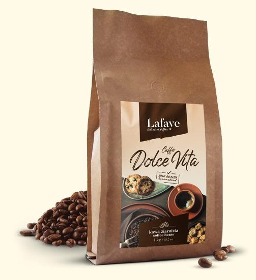 CAFFÈ DOLCE VITA 1KG 24,99 ZŁ Caffè Dolce Vita to świetnie zbalansowana mieszanka świeżo palonych ziaren z brazylijskich i indyjskich plantacji. Mieszanka ta, dzięki odpowiedniej proporcji w doborze ziaren tworzy wyśmienitą crème o niskiej goryczy oraz niskiej kwasowości. Dominujące nuty to orzech i czekolada. Idealna zarówno do kaw mlecznych jak i czarnych.