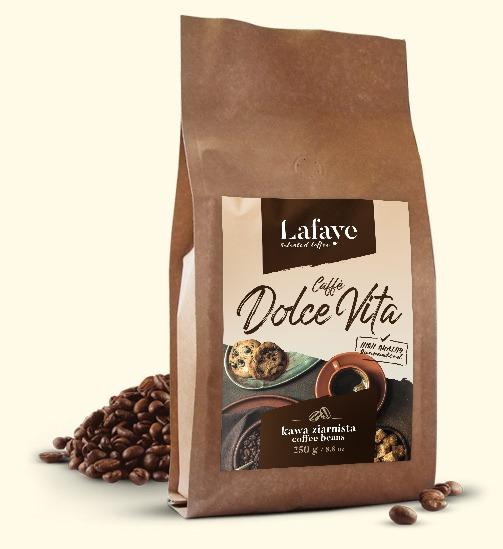 CAFFÈ DOLCE VITA 250G 24,99 ZŁ Caffè Dolce Vita to świetnie zbalansowana mieszanka świeżo palonych ziaren z brazylijskich i indyjskich plantacji. Mieszanka ta, dzięki odpowiedniej proporcji w doborze ziaren tworzy wyśmienitą crème o niskiej goryczy oraz niskiej kwasowości. Dominujące nuty to orzech i czekolada. Idealna zarówno do kaw mlecznych jak i czarnych.
