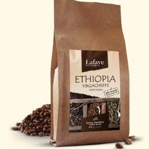 ETHIOPIA YIRGACHEFFE 500G 29,99 ZŁ Ma delikatną kwasowość, ciało i smak. Wiele osób przyciąga delikatne, kwiatowe i herbaciane cechy.